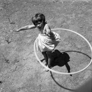 600px-Girl_twirling_Hula_Hoop,_1958