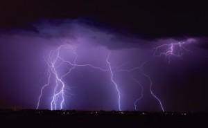 desert-lightning-1408110525Yi1