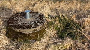 800px-Lid_of_a_rural_septic_tank